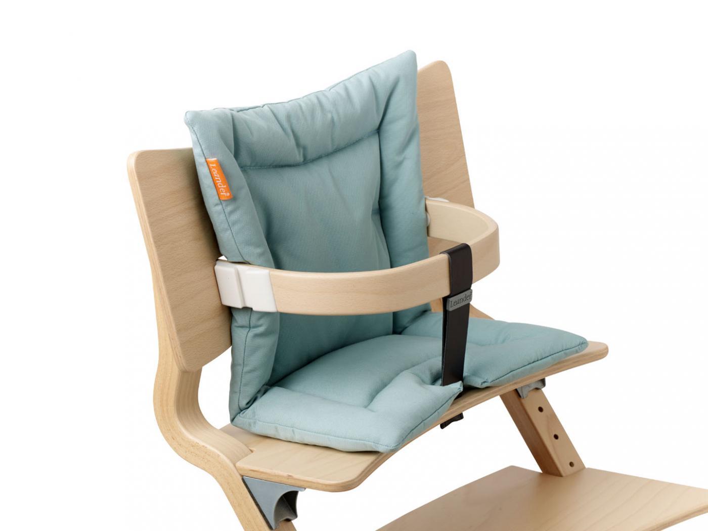 leander coussin bleu pale pour chaise haute. Black Bedroom Furniture Sets. Home Design Ideas
