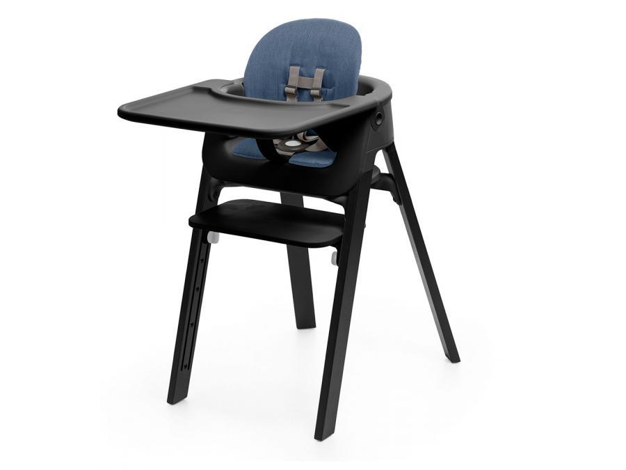 Chaise steps assise noire pieds en bois de hetre gris brume for Chaise noir pied bois