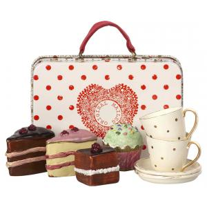 Maileg - 11-8300-00 - Suitcase w. cakes & tableware for 2 (390974)