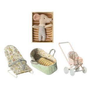 Maileg - BU013 - Poupée souris bébé dans la boîte avec poussette, nacelle bébé et transat (415532)