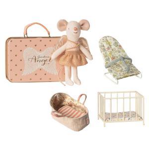Maileg - BU014 - Pack poupées souris Ange gardien dans une valise, souris petite soeur avec porte bébé, transat, et park bébé (415534)