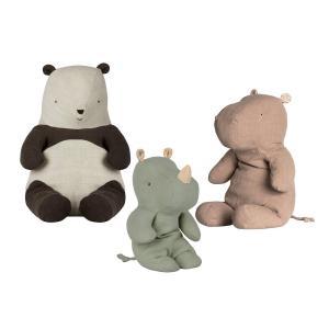 Maileg - BU030 - Poupées safari friends petit rhinocéros Vert, safari friends hippo grand, panda moyen (415566)