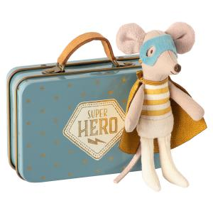 Maileg - 16-0721-01 - Superhero mouse, Little brother in suitcase - Taille 10 cm - à partir de 36 mois (421824)