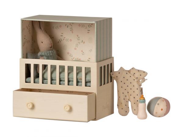 Bébé lapin dans sa chambre bébé - micro rabbit - taille 17 cm - à partir de 36 mois